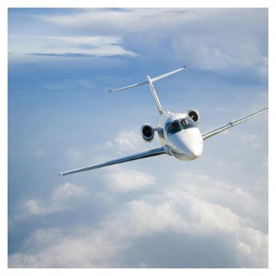 تصویر با کیفیت جت و هواپیمای شخصی در آسمان