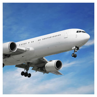 عکس از نمای زیر هواپیمای در حال پرواز