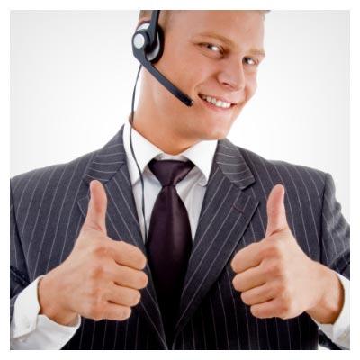 دانلود عکس با کیفیت با موضوع پشتیبانی تلفنی، مرد پاسخگو در حال اوکی دادن