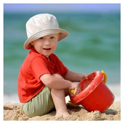 کودک و شن بازی