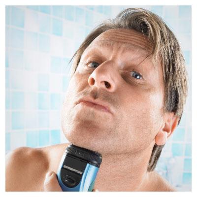 عکس با موضوع تراشیدن ریش با ماشین ریش تراش