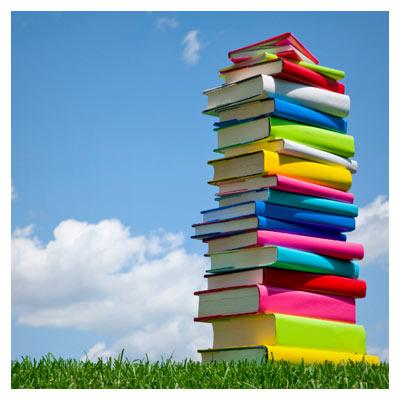 عکس مجموعه کتاب چیده شدن روی یکدیگر با کیفیت بالا