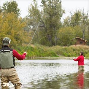 دانلود رایگان تصویر مردی در حال ماهیگیری در کنار رودخانه
