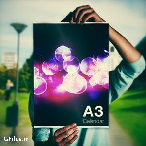 طرح آماده موکاپ یا پیش نمایش پوستر در ابعاد a3 در دست یک مرد ایستاده