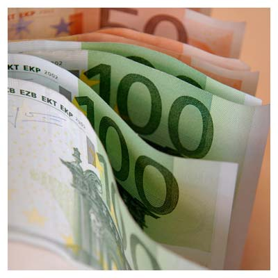 عکس دسته پول صد یورویی