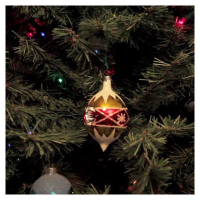 ویدئوی با کیفیت نمای نزدیک درخت کریسمس