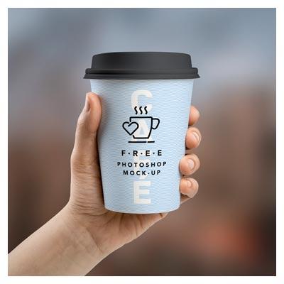 psd موکاپ لیوان کاغذی قهوه و چای در دست