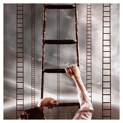عکس مفهومی و با کیفیت ترقی کردن و بالا رفتن از پله های پیشرفت