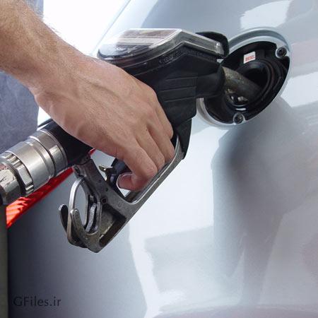 عکس بنزین زدن در باک خودرو