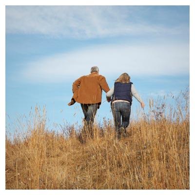 تصویر با کیفیت با موضوع سفر و گردش در طبیعت با همسر