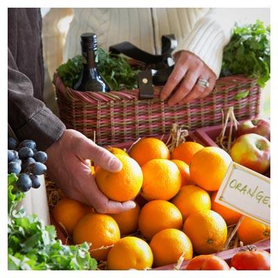دانلود تصویر با کیفیت خرید از میوه فروشی با فرمت jpg