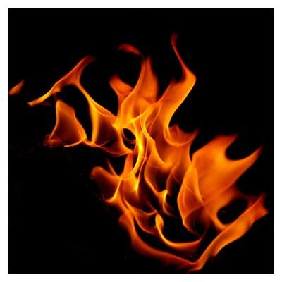 دانلود رایگان عکس با کیفیت شعله های آتش در پس زمینه سیاه