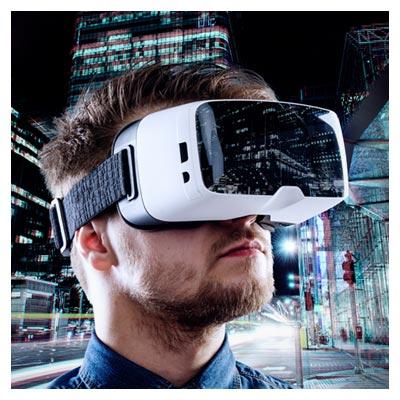 عکس رایگان و با کیفیت از مردی با عینک واقعیت مجازی در شهر (jpg)