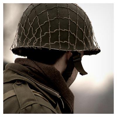 عکس سرباز جنگی در حالت آماده باش برای مبارزه