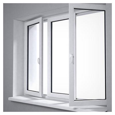 عکس پنجره های باز یک خانه برای ورود هوای تازه به داخل