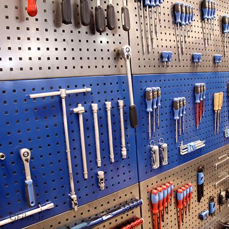 عکس پنل مجموعه ابزارهای صنعتی شامل انبردست ، پیچ گوشتی