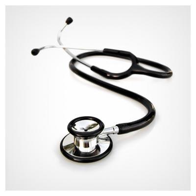 عکس گوشی مشکی رنگ پزشک برای معاینه قلب بیمار
