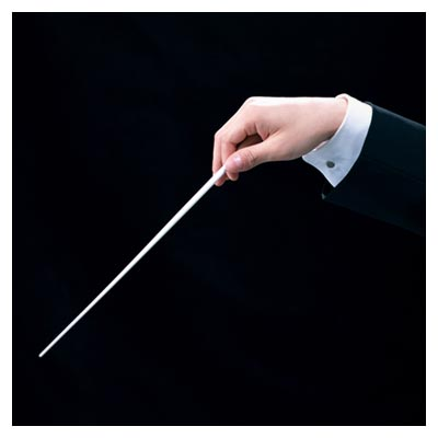 رهبری گروه موسیقی ارکستر با دست بوسیله یک چوب سفید