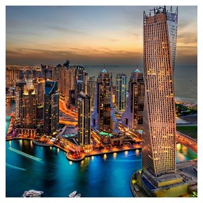 عکس نمای آب شهر دبی با آسمان خراش ها و ساختمان های بلند