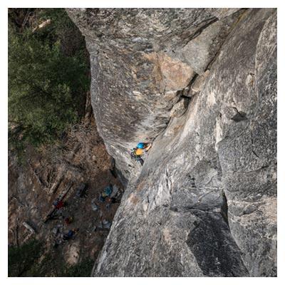 عکس کوهنوردان و ورزشکاران صعود کننده به بالای کوه