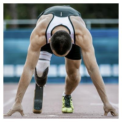 عکس ورزشکار پارالمپیک در حالت آماده برای استارت دویدن