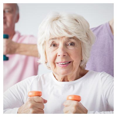 عکس ورزش با دمبل توسط زنان و مردان سالخورده خوشحال