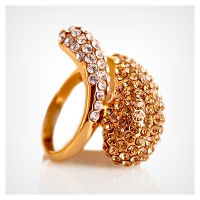 عکس انگشتر زنانه نگین دار زیباو درخشان از جنس طلا