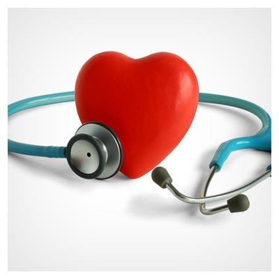 عکس گوشی پزشکی در حال معاینه قلب قرمز، سلامت قلب