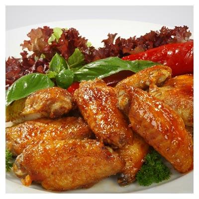 دانلود رایگان تصویر ظرف غذا حاوی مرغ سرخ شده تکه تکه شده و فلفل و سبزی