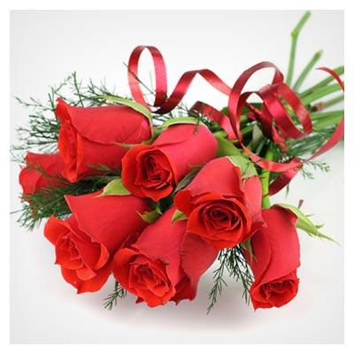 دانلود عکس رایگان دسته گل رز قرمز تزیین شده و تازه با فرمت jpg
