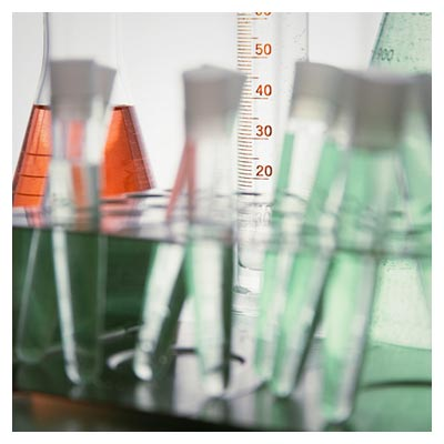 دانلود عکس وسایل آزمایشگاهی، لوله های شیشه ای حاوی محلول شیمیایی
