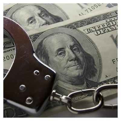 دانلود تصویر رایگان دستبند فلزی پلیس بر روی تعدادی اسکناس دلار