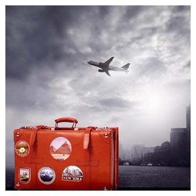 دانلود عکس اوج گرفتن هواپیما و یک چمدان قرمز بزرگ جامانده بر روی زمین