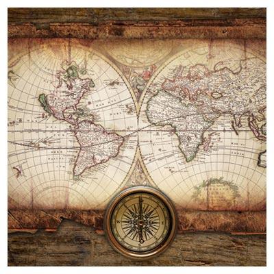 دانلود تصویر رایگان نقشه ی کاغذی کره زمین کنار یک قطب نمای بزرگ